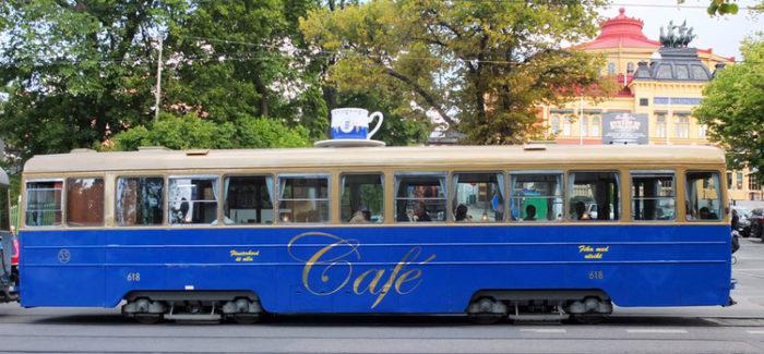 Tram caffetteria a Stoccolma – Piatti serviti all'interno di un mezzo pubblico